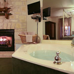 Coral Room jacuzzi/fireplace