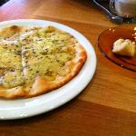 flat bread with halloumi cheese