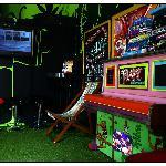 En lille del af opholdsrummet, hvor man gratis kunne spille wii