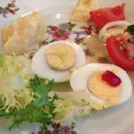 ゆで卵にマヨネーズの前菜。ひねりは一切ありません。。