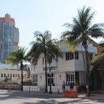 la facciata principale dell'hotel (su Ocean Drive)