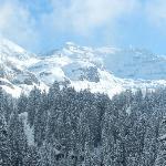 Mitten in den teifverschneiten Bergen