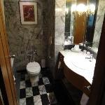 Cabinet de toilette (18è étage chambre 1816)