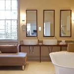4 Poster Suite Bathroom