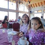 comedor con una vista espectacular del lago y cerro tronador