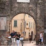 La porta principale del paese medievale di Lazise