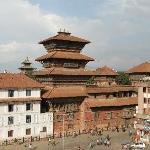 la torre desde un café en la plaza basantapur