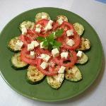 ensalada de calabacín, tomate y queso feta