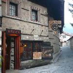 Dedo Pene tavern outside