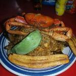 Arroz con mariscos y cangrejo criollo con aguacate