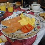 Räucherlachs und Rührei zum Frühstück - probieren!