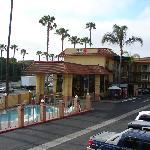 Acceuil, piscine, parking