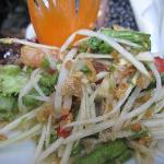 Som Tam (spicy papaya salad with shrimp powder)