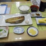 ホッケ定食と追加のイカ刺身(ミニ)厚焼き玉子