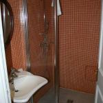 Completely tiled bath with great shower