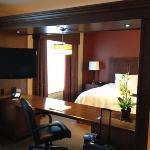 king bed with cool desk divider