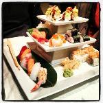 piramide da 36 pezzi. Hosomaki misti, sashimi misto, huramaki con astice gratinato, nighiri mist