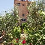 Façade principale et jardin