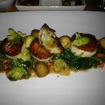 Seared scallops with artichoke and porcini - YUM!