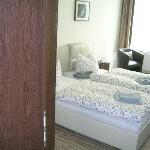 Zimmer mit 2 Einzelbetten nebeneinander