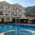 Zwembadzijde hotel
