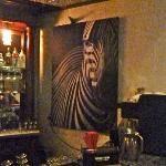 Maximo bar decor
