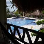 La proximidad a la piscina hace que la habitacion sea muy ruidosa.