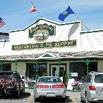 Photo de Home Quarter Mercantile & Pie Shoppe