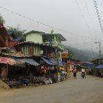 Rue principale de Muang Khua