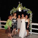 Frente al mar del pequeño hotel,Celebrando el matrimonio de mi prima.