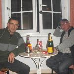 En la habitación celebrando el fin de año 2011