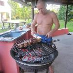 Roberto am Grill mit Topp-Fleisch !