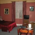 Large rooms, beautifully furnished