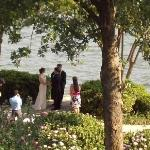 We had a chance to see a small private wedding on the garden... very cute!