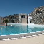 1 des 4 piscines de l,hôtel .