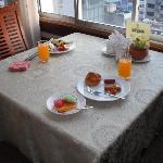ホテルの9階がレストランです。写真は朝食のバイキングです。