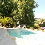 La piscine avec vue sur St Paul de Vence