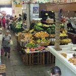 Le petit marché public à proximité