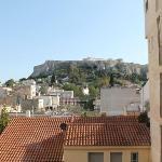 vista desde la ventana de la habitación del hotel. La vista es del acrópolis.