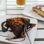 chocolate cake and cheese cake