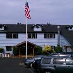 Front View of Harbor Lights Inn