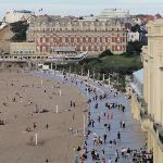 Biarritz, Promenoir de la grande plage & vue sur l'hôtel du palais