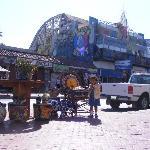 Calle Primera, solo para turistas, precios carisimos y no los mejores locales que he visto.