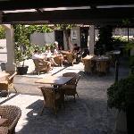 Terrasse des petits déjeuners de l'hôtel Costa Verde à Moriani Plage SAN NICOLAO en Corse