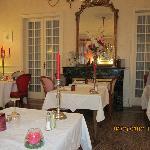Salle pour les soupers...foyer, chandelier !!!