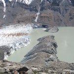 Vista del Glaciar Torre, su morrena y la Laguna