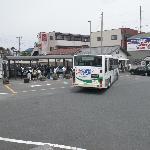 昼過ぎなのに送迎バスに乗る人が結構いました