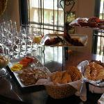 wine and scrumptious horsderves at the Rivertown Inn