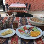 中庭で朝食