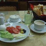 シンプルな朝食ビュッフェ